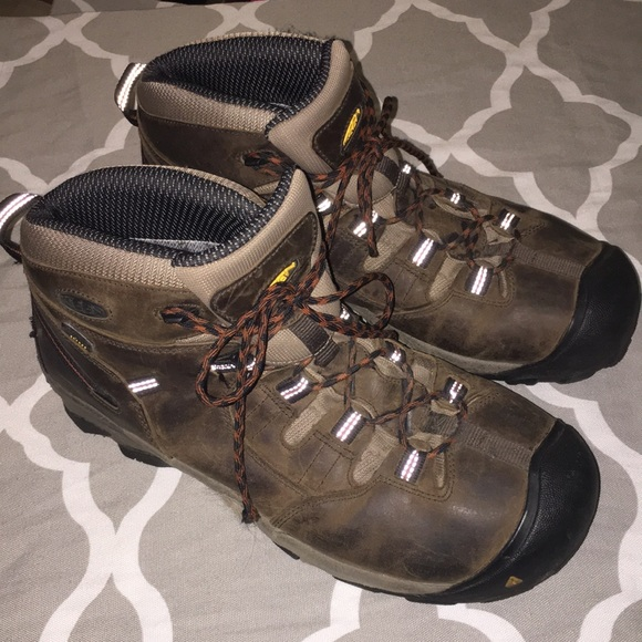 Mens Keen Hiking Boots Size 4 Preowned